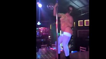 bailarina exotica en table