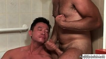 Gay threesome with black dude sucking