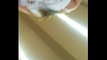 Sabrosas nalgas bajo falda (upskirt)