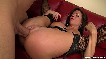 Hot Older Babe Fucks Like A Champ!