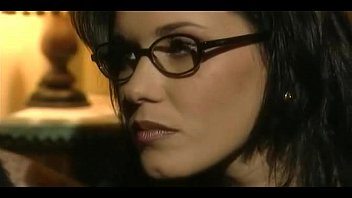 Jessica Gayle com óculos fode como uma verdadeira prostituta