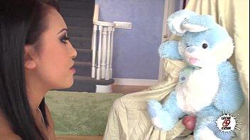 Your Bunny Please - Nacho Vidal juega con el conejo