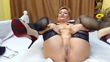 Mature on Webcam - WebCamStripper.net