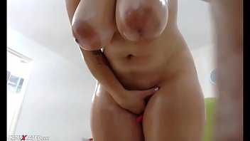 Awesome Wet Chubby Huge Boobs Squirting Camgirl Vorschaubild