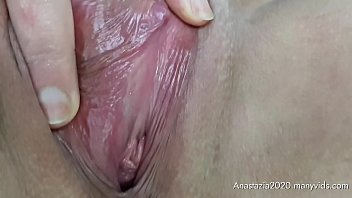 I'm pregnant and I'm bored in Poland during quarantine covid-19 so I masturbating in the car (pussy closeup)