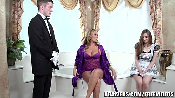 Brazzers - Sexy bathroom threesome