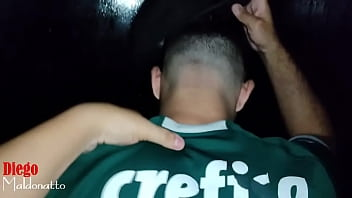 "Palmeirense levando rola no cinema porno <span class=""duration"">71 sec</span>"