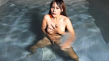 VRpussyVision.com - At night horny in swimmingpool