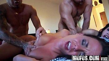 Mofos - Real Slut Party - (Rahyndee James) - Bathroom Booby Bonanza