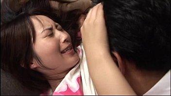 xxx Japanese หนุ่มใหญ่ แอบย่องไปขืนใจสาวกำลังนอนหลับ จับแหกหีแล้วเลียอย่างดูดดื่ม