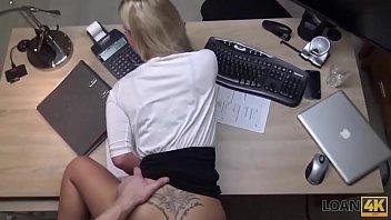 LOAN4K Agente broca boca, buceta e imbecil de loira no escritório