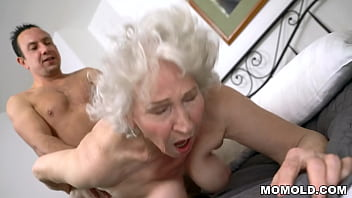 Very old granny Norma drilled by young stud 6分钟