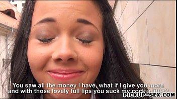 Schollgirl Tricia Teen em uniforme se ferra por dinheiro