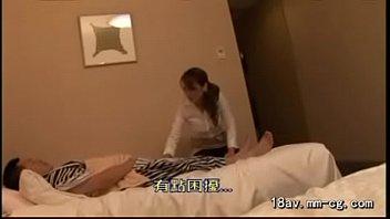 Image: [中文](HOT)讓按摩到府服務的漂亮熟女看到男人打手槍再進行猥褻行為 1