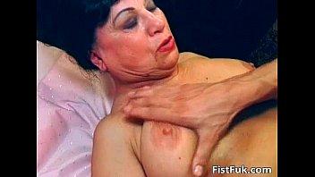 Horny mature slut got her pussy hardly