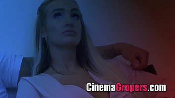 sinemada sıcak kız alay adam kolej porno