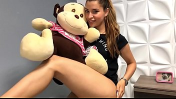 Natalie Clark Colombian model wants to caress you and pamper you very softly. > http://visitme.live/NatalieClark