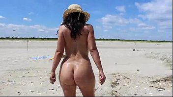 Hot Mom MILF At The Beach - XVIDEOS.COM