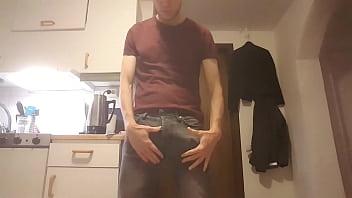 Swedish male undressing 47 sec