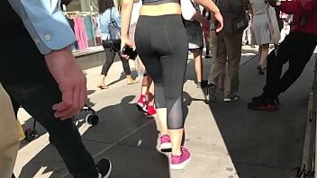 Asian Baddie - perfect ass in leggings