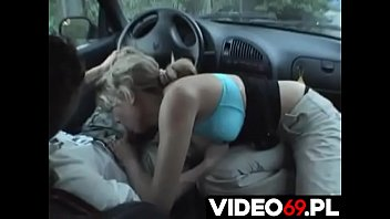 Polskie porno - Nastolatnia Ślązaczka robi loda w samochodzie