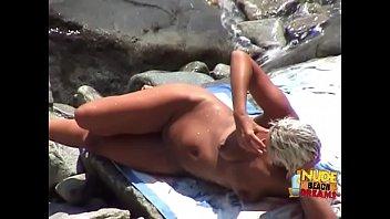 Amateur girls sunbathing & fucking on the beaches Vorschaubild