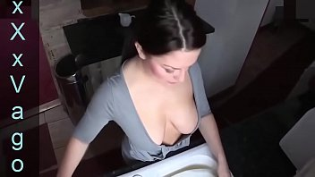 Hot Girl Downblouse #6 - https://2sexcams.com/?AFNO=1-5172