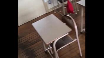 วัยรุ่นนักเรียนแอบชักว่าวในห้องเรียน