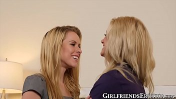 Wicked cheerleaders suck each others feet while they fuck