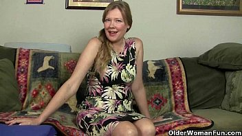 Mom'_s pussy gets so wet in pantyhose
