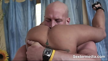 Great Lolita amateur enjoys take giant penis in head till cumshot