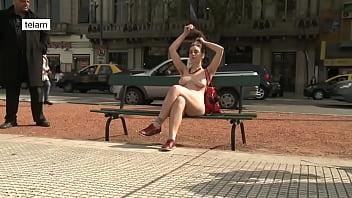 Feminist porn star Feministas se pasean desnudas