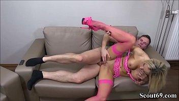 German Teen Girlfriend in Homemade Amateur Porn with Friend Vorschaubild