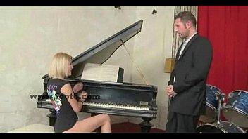 Порно за игрой на рояле видео
