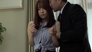 篠田ゆう 夫の会社の同僚に背後から犯され続けた桃尻妻 旦那の同僚に犯される 13分钟