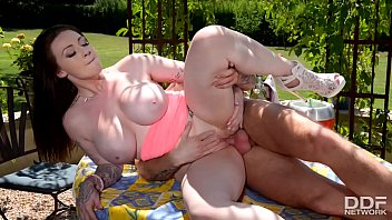 Busty Babe Harmony Reigns fucked Hardcore Outdoors
