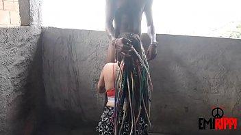 Patricinha sobe o morro da Rocinha para chupar cafufu favelado