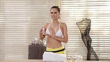 Vanessa Veracruz oiled up by Serena Blair Image