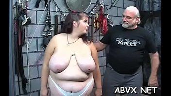 Moglie nuda porno estremo in scene dilettanti di schiavitù grossolana