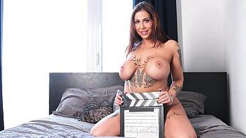 CASTING FRANCAIS - Cute curvy amateur Heidi Van Horny first hardcore porn 10分钟