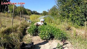 Xxx farm video - Farmer voyeur : - lea mixx