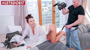 Photographer Fucks his Client for Sexy Photos (Vanessa Decker)