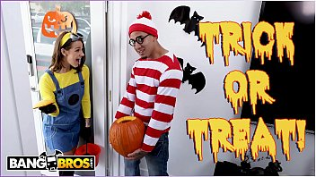 Erotic holiday role play - Bangbros - trick or treat, smell evelin stones feet. bruno gives her something good to eat.