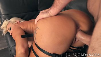 Bondage buried Jules jordan - busty milf robbin banx gets maximum penetration