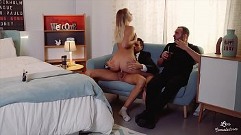 LOS CONSOLADORES - FFM threesome with swinger couple and hot blondie Vyvan Hill