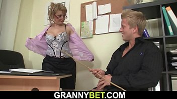 Hot office fuck with sexy mature woman