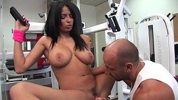 Anissa Kate sodomisée par une grosse e noire