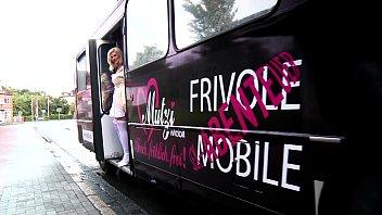 Gundula Pervers im Bus gefickt
