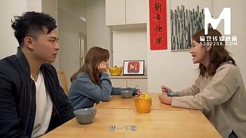 【国产】麻豆传媒作品/MD-0142 母女双飞闹元宵 001/免费观看 10分钟