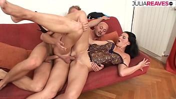 Bi-sexual men need women for a hot threesome